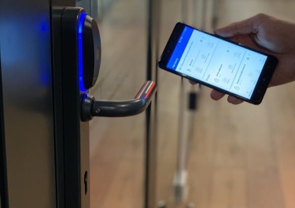 Blue Bolt - dostęp do części wspólnych budynków Toruńska Wołomin za pomocą smartfona